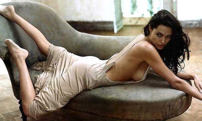 Angelina Emzirdi Brad Fotoğrafladı!