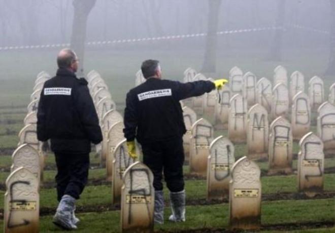 Fransa'da Müslüman Mezarlığına Saldırı