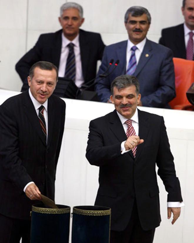 Özür Dilerim Kampanyası Gül ve Erdoğan'ın Arasını Açtı