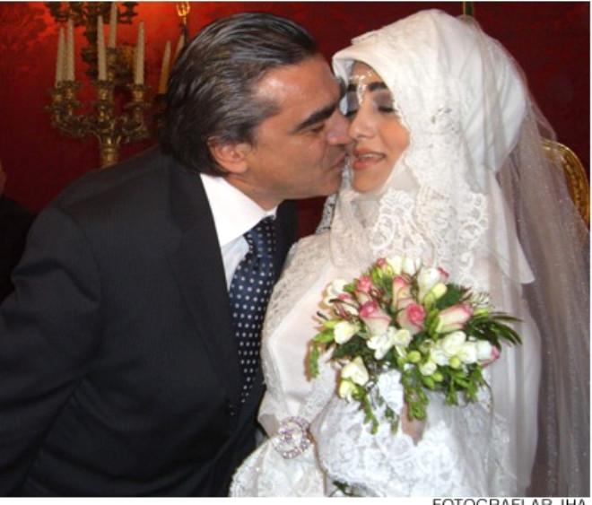 Ağcanın Nişanlısı Başını Açtı !