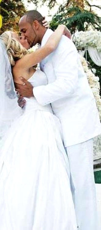 Çıplak Güzel Böyle Evlendi
