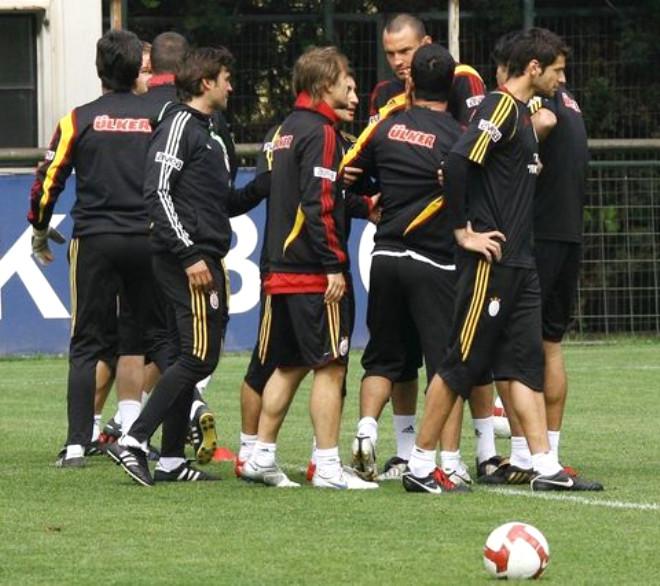 Galatasaray İdmanında Yumruklar Konuştu