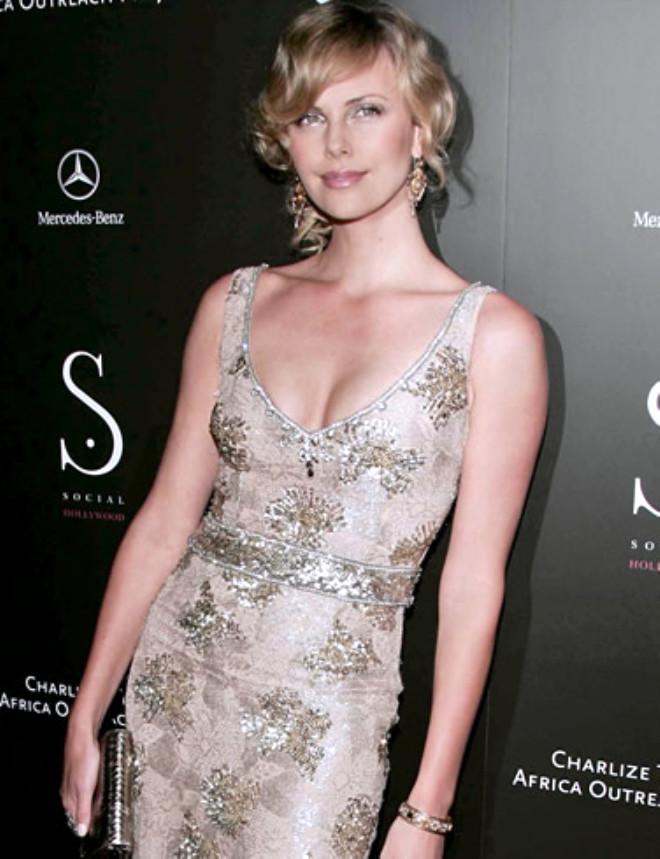 Charlize Theron Kendisini Açık Artırmaya Çıkardı