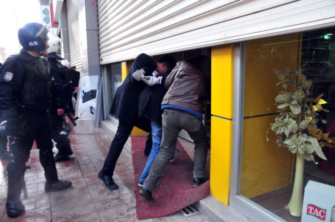 Van'da Olaylar Çıktı 15 Gözaltı