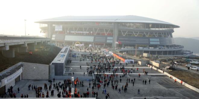 Taraftar Arena'ya Akın Etti