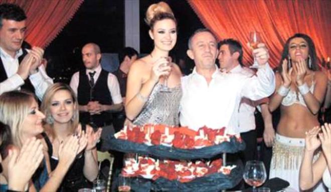 Ağaoğlu'na Sürpriz Yaş Günü Partisi