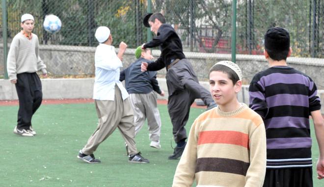 Takkeli ve Şalvarlı Futbol Maçı