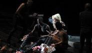 Galeri: Lady Gaga Sahnede Esrar İçti