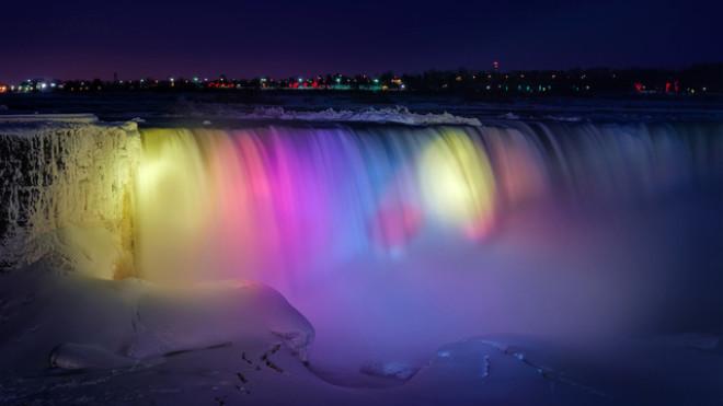Donan Niagara Şelalesi Ortaya İnanılmaz Görüntüler Çıkardı