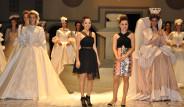 Galeri: Tasarımcı Emine Yıldırım Defilesinde Rekor Elbise!