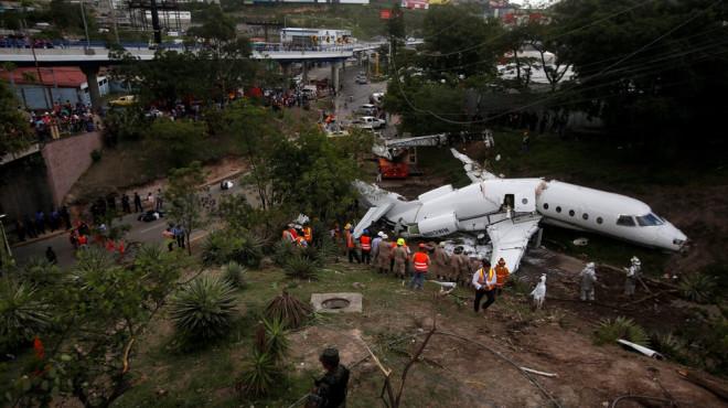 İkiye Bölünen Uçakta Tüm Yolcular Kurtuldu