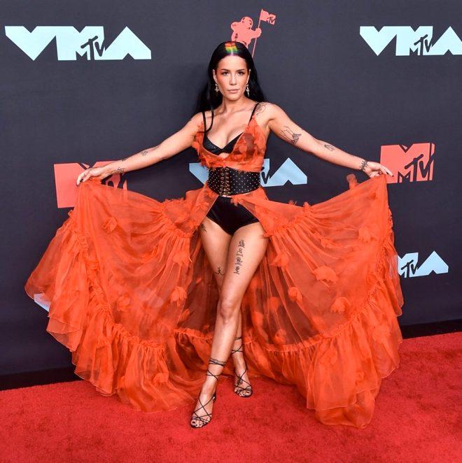 MTV Müzik Ödülleri'nde kırmızı halı şıklığı