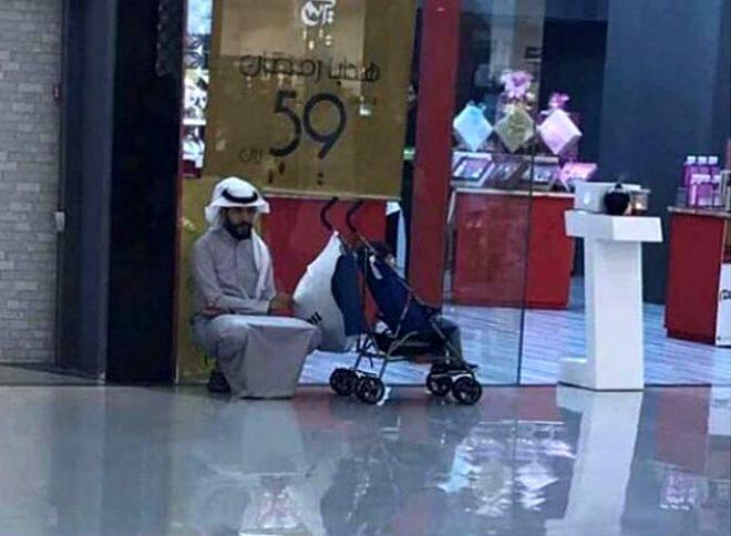 Alışverişte eşlerini bekleyen erkeklerin halleri