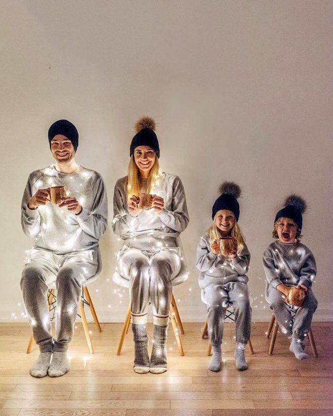 Minimalist, mutlu ve şirin fenomen aile