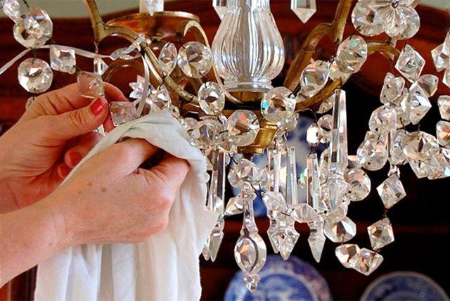 Haber: Kristal Avizeler Nasıl Temizlenir?