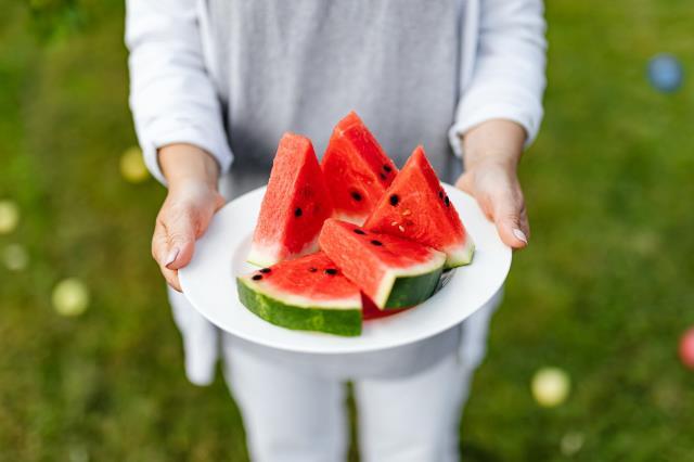 Tükettiğinizde cilt kırışıklıklarına veda edeceğiniz 9 besin